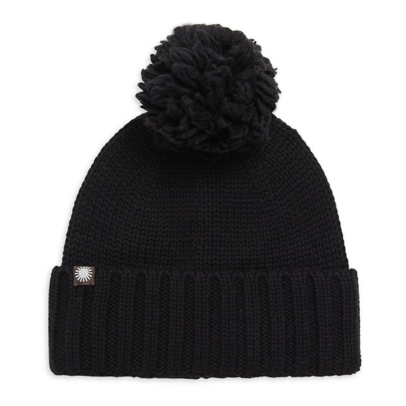 e469ab5f51c NWT New UGG Pom Pom cable knit wool blend hat